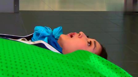 天使之恋:空姐拉肥胖的女人摔到,结果自己的工作服质量不好坏了