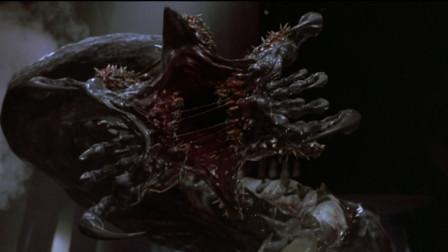 变异章鱼将人吸成白骨,很多人看完这部电影后不敢蹲马桶