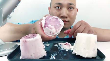 吃冰冻蒙牛大谷粒果味酸奶冻冰,听沙沙沙的声音!