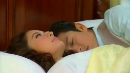 《一诺倾情》醉酒巴贾误爬瓦妮达床, 偷亲失败被发现急忙翻身摔下床