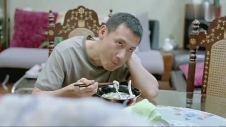 张学友的早餐太丰富了,面条里有荤有素,吃得太香了!