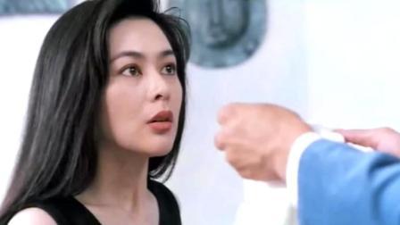 刘德华扯掉关之琳裙子还偷吻了人家, 旁边猩猩玩偶的表情亮了