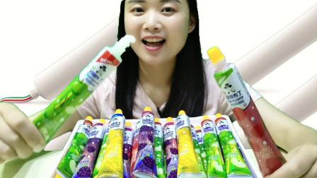 """妹子吃趣味零食""""牙膏布丁"""",造型别致有创意,水润顺滑酸甜美味"""