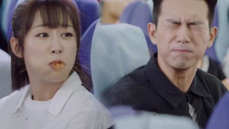 亲爱的热爱的:韩商言宠妻狂喂零食,惨被佟年喷一脸,队员笑疯了