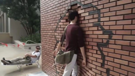 国外街头小孩表演穿墙术?结果被智商碾压,真是城市套路深!