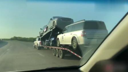 高速上把皮卡当货车拉着满满一车新车,这皮卡劲得多大啊