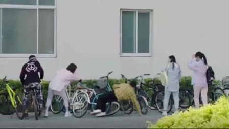 佟年碰倒自行车被怒怼,不料韩商言霸气护妻