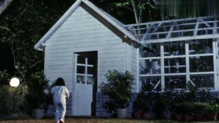 小女孩发现僵尸,竟然自己一个人去找,胆子真大啊