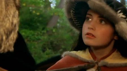 美少女树林中遇到熟人,上前打招呼,没成想他竟然要害自己!