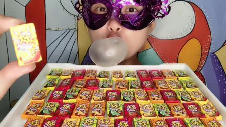 """小姐姐吃""""大大泡泡糖"""",香甜美味能吹泡,童年回忆好开心"""