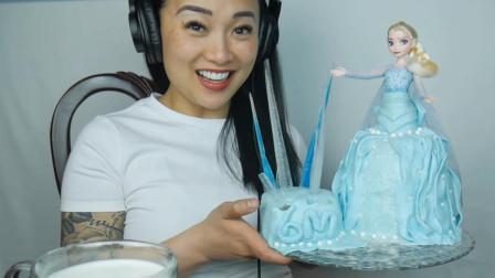 美女直播吃爱莎公主蛋糕,少女心爆棚,这么好看的蛋糕都舍得吃?