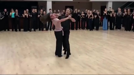 这样动感的双人舞, 闭着眼享受,用心去感受二人世界