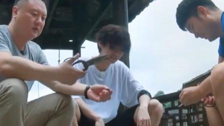陈赫不愧是螺蛳重度爱好者,鹿晗第一次见陈赫吃螺蛳就被惊了