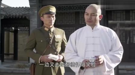国民党军官看不起彭德怀,故意带着手套握手,彭总霸气回应