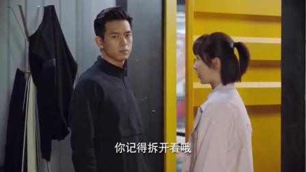 亲爱的,热爱的:韩商言佟年初吻,队员看的津津有味,下一秒太搞笑了