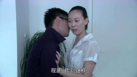 总裁把前台女孩叫到办公室,没想到竟这样对她,女孩任由亲吻