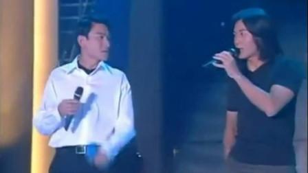 刘德华现场澄清与郑伊健不是仇人,现场合唱,眼神略显尴尬