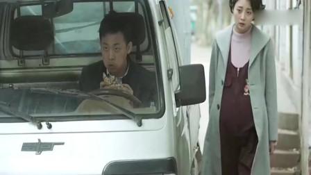 陈江河吃饼偶遇自己的老婆和儿子,这就尴尬了!