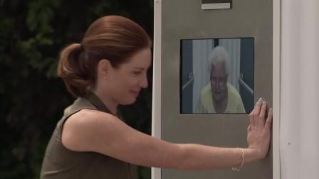 老奶奶在街頭找公廁,沒想到外面所有人都驚呆了