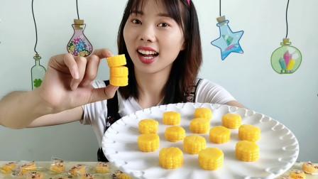 """美食拆箱:妹子吃""""玉米软糖"""",金黄灿烂惹人爱,香浓软糯味美"""