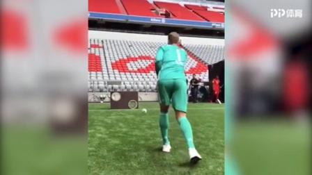 拜仁德甲媒体日:诺伊尔精准手抛球 蒂亚戈秀花活