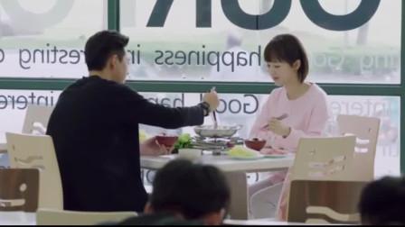 亲爱的:韩商言排队和佟年吃小火锅,这个动作,俩人心有灵犀