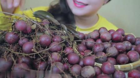 吃播:越南美女吃货试吃越南红提子,看着太过瘾了,好想吃!