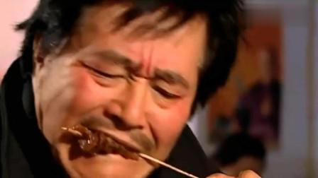 马大帅:赵本山在街边吃烧烤,肉串一撸满嘴油,看得我口水都流了