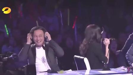 他刚一出声导师们吓一跳,陈奕迅:赶紧带上耳机!太厉害了