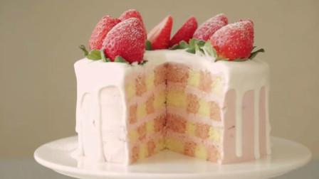 """你以为这是普通的草莓蛋糕?切开里面藏有""""棋格"""",口味棒极了"""