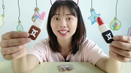 """美食拆箱:妹子吃趣味""""口红饼干"""",模样精致很逼真,香甜浓郁"""