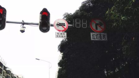 右转时这3种情况必须看信号灯,不然按闯红灯处理,新手尤其注意