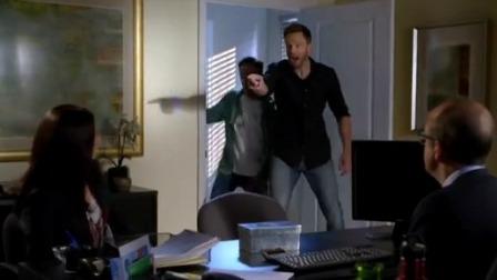 神操作!2男子闯入办公室训斥美女,没想到竟是赶着来道歉的