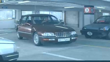 一流的特工电影 邦德最牛的不是他的身手 而是他的这款汽车啊 !