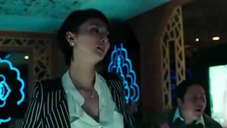 美女秘书陪客户喝酒,老板竟强迫她陪跳舞