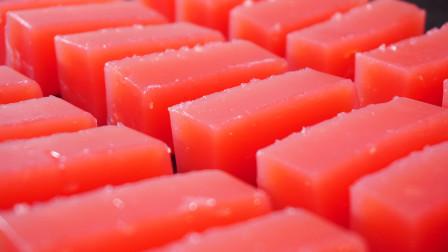 西瓜别只直接吃了,把它做成小果冻,香甜Q弹零添加,孩子超爱吃