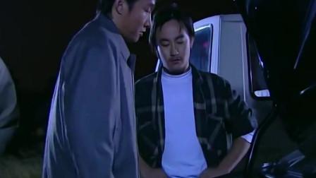 插翅难逃:杨吉光都等急了,豪哥才把美女送来,小妮身材还不错!