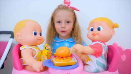 萌宝小萝莉自己做早餐,好吃的面包片和披萨还有鸡蛋呢