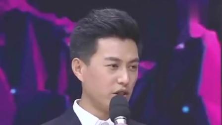 靳东一家人的合照,真的太有爱了,疼爱自己的妻子多年,儿子也帅