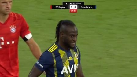 尼日利亚一哥左路幻影迷踪步 骗过拜仁两大后卫射门打偏