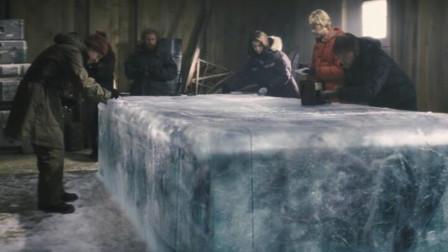 科考队员在南极发现大冰块,融化后,发现竟是一个外星怪物