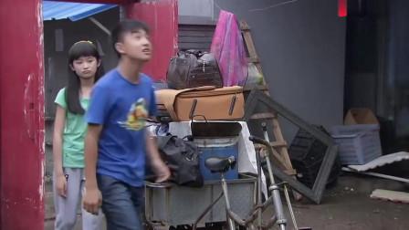 魏红一家搬家,浩华对新房子表示满意,笑的合不拢嘴
