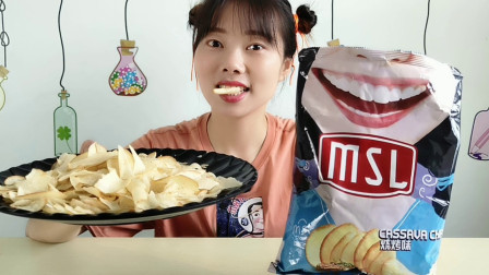"""美食拆箱:妹子吃""""笑脸薯片"""",大张笑脸大口吃,香脆可口真有趣"""