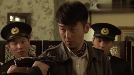 飞哥大英雄:前线负伤下来的伤兵被饭店服务生嫌弃,梁飞路见不平