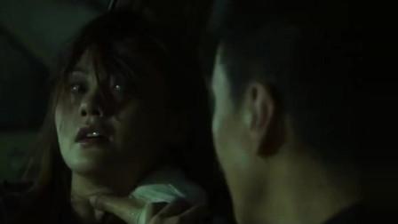 半夜三更孤男寡女在车里,小伙就不能对美女温柔点嘛!