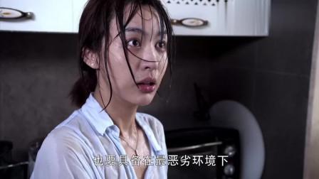 霸道总裁洗水果,少妇被呲一身水全身湿透了!