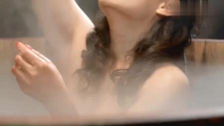 光头无赖看美女洗澡,那料被美女养的猛兽发现,这下惨了!