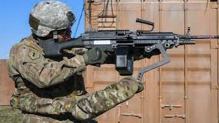 """美军研发""""第三只手"""",1个人轻松拿起重武器,大幅提升作战能力"""