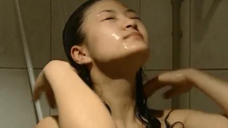 女主人让丈夫喊洗澡保姆接电话,丈夫一时没忍住,这下出事了