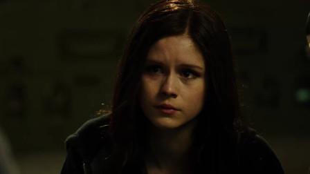 亡命救赎:艾琳·莫里亚蒂跟女儿认真对话,自己树立的敌人太多整天打打,只能对她说对不起!